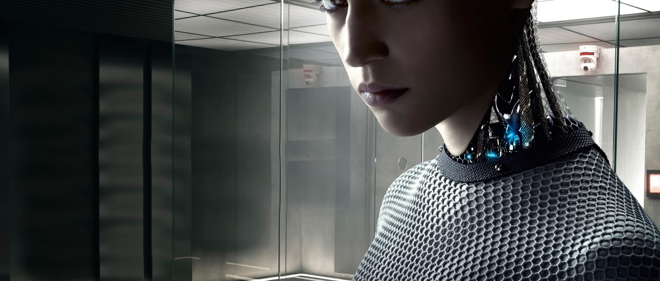 "Capture d'écran du film ""Ex-Machina"" sorti en 2015."